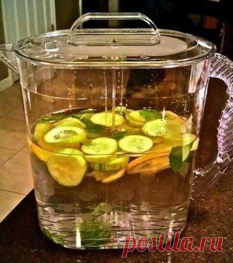 SASS WATER - DRINK AND GROW THIN\u000a\u000aINGREDIENTS:\u000a\u000a● plus is a little more 8 glasses of water (in total about couple of liters);\u000a● 1 teaspoon of grated ginger;\u000a● 1 cucumber which is carefully cleared and thinly cut by circles;\u000a● 1 lemon which is very thinly cut by circles;\u000a● dozen or about that small leaves of mint (fresh).\u000a\u000aPREPARATION:\u000a\u000aFor the night we involve all ingredients in a large jug. Let's mix be drawn during the night in the refrigerator. Per day we drink all decanter. Water of Sassi sv...