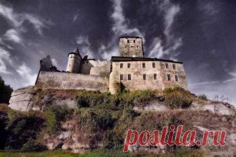 Чехия и Прага - достопримечательности - Part 2.   Есть в стране Чехия один регион, имеющий неофициальное название Чешский рай. Именно здесь нашлось место, где Чехия, достопримечательности которой всегда могут порадовать туристов, представлена с исторической и архитектурной стороны, в качестве крепостной постройки 14 века известной как крепость Кост.