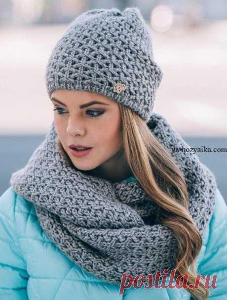 Зимний вязаный комплект для девушки спицами. Комплект шапка и снуд связать Зимний вязаный комплект: шапка и шарф-хомут для девушки спицами. Комплект шапка и снуд связать