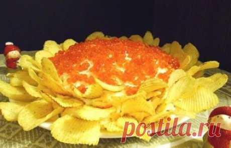 Салаты с чипсами: лучшие рецепты праздничные слоеные простые