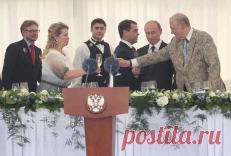 Дмитрий Медведев в День России вручил в Кремле Государственные премии — Российская газета