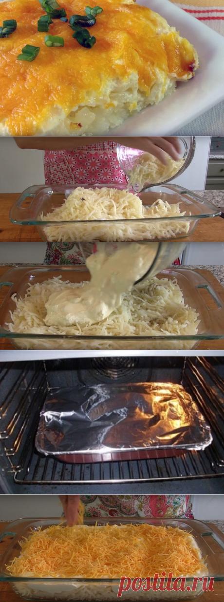 Потрясающая картофельная запеканка, которая сведет с ума своим вкусом! =- 400 г картофеля - 125 г топленого сливочного масла - 250 г твердого сыра - 1/4 ч. л. молотого перца - 200 г курицы - 150 г лука - 450 мл сметаны - 1/4 ч. л. соли