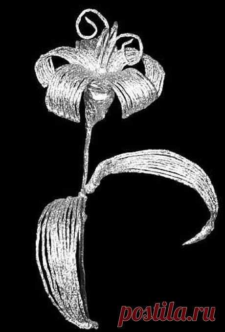 Этот набор для творчества поможет вам всего за час-полтора сплести из фольги вот такую очаровательную серебряную лилию и украсить ей интерьер вашей комнаты или преподнести в подарок друзьям. Прочный стебель позволяет ставить цветок из фольги в вазы и другие емкости, не опасаясь нежелательной деформации.