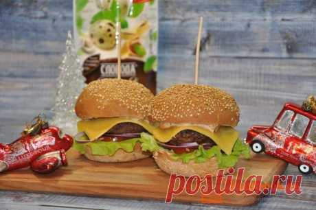 Рецепт чизбургера | Foodbook.su Отличный рецепт вкусных и привлекательных чизбургеров. Такое блюдо отлично будет смотреться на новогоднем. праздничном столе.