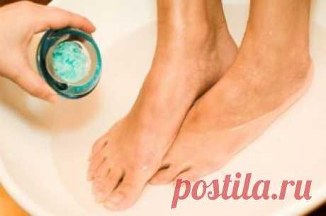 Как выпарить простуду. Ванна для ног может заменить дорогие лекарства Эксперт рассказывает, как правильно принимать ванну для ног и в каких случаях она особенно полезна. Осень — время простуд и нескончаемых насморков. Можно ли от них избавиться с помощью дедовских способов, самый популярных из которых — горячая ванна для ног? Рассказывает кандидат медицинских наук...
