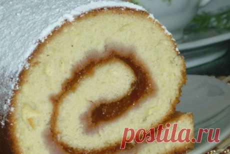 Бисквитный рулет со сгущенным молоком - Кулинария
