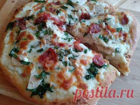 """Пицца с курицей и соусом """"Альфредо"""""""