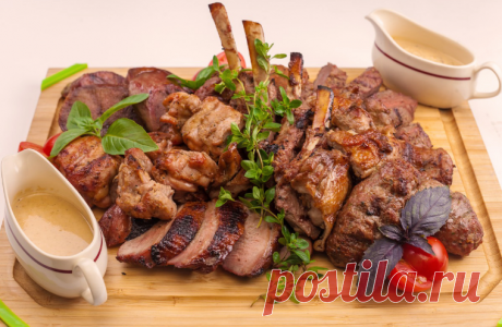 Мясные блюда на праздничный стол: рецепты с фото (простые и вкусные) Мясные блюда занимают особое место на праздничном столе. Рецепты с фото простые и вкусные можно дополнять другими ингредиентами по вкусу.