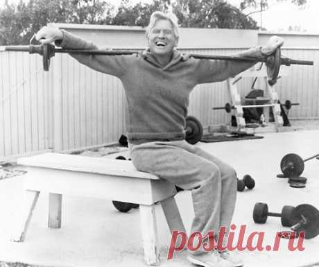 5 упражнений Поля Брэгга для позвоночника