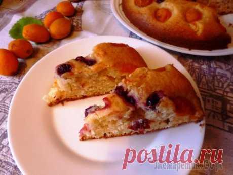 Пирог с сезонными фруктами Вкусный, нежный пирог с сезонными фруктами! Угощайтесь на здоровье! яйцо — 2 штванилин — 1 пакет.сахар — 170 гмука — 200 гмасло растительное — 6 ст.л.сметана — 2 ст.л.фрукты и ягодыразрыхлитель теста ...