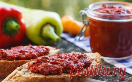 Ayvar: amazing snack from baked pepper