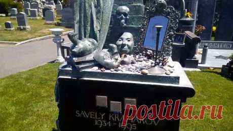 Самые необычные надгробия знаменитостей