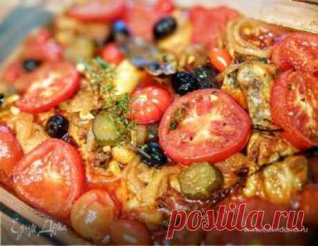 Актуальное в сезон помидоров, не хлопотное блюдо, насыщеное ароматами и вкусами средиземноморья. Курочка - пальчики оближешь, а соус)) Его можно есть ложками!