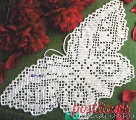 Las mariposas de filete, las flores y las hojas \/ la Labor de punto por el gancho