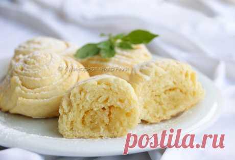 Бадамбура. Традиционная сладость азербайджанской кухни. Она напоминает пирожок с орешками, но очень красивой слоёной формы. Бадамбура очень нежная, мягкая, с ореховым вкусом и незабываемой ноткой кардамона.