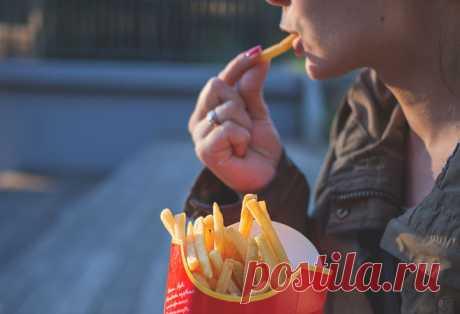 Больше шести нельзя: сколько картошки фри можно есть за раз