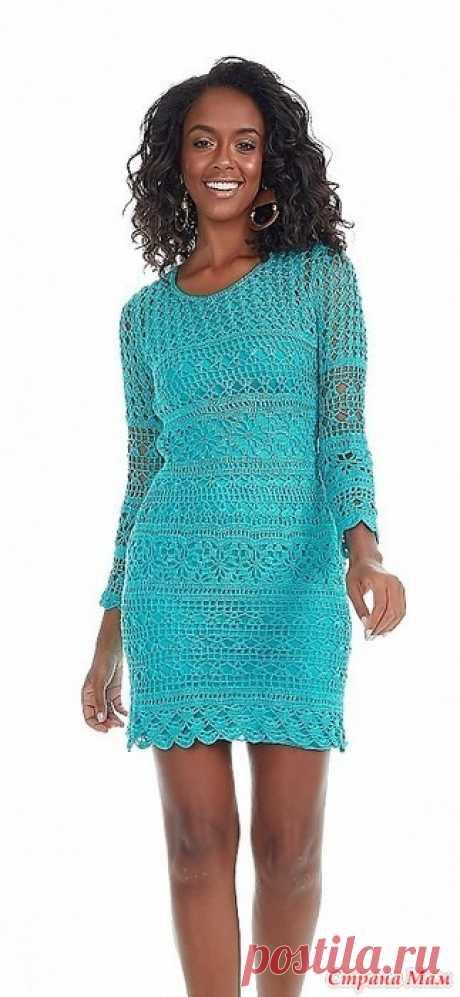 Платье Tiffany. Яркое бирюзовое мини-платье связанно несколькими ажурными узорами которые горизонтально чередуются друг с другом. Платье вяжется единым полотном. Сначала вяжется верх начиная от талии затем юбка.