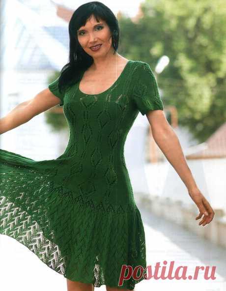Зеленое платье с ажурной каймой Размер: 44/46. https://shemyvyazaniya.shemyuzorov.com/page/zelenoe-plate-s-azhurnoj-kajmoj #платье #платьеспицами #вязаниеспицами #вязание #вязаноеплатье #рукоделие #handmade #knit #knitting