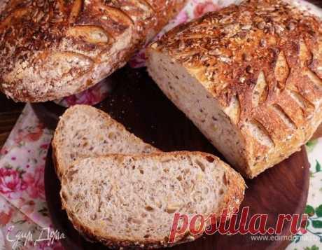 Хлеб на пшеничной закваске с семечками. Ингредиенты: закваска, пшеничная мука, вода