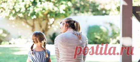 Как бы мы ни относились к своим матерям, их чувства, поведение и отношение к миру формируют нас и определяют всю нашу жизнь. Как влияет на будущее ребенка поведение матери? И можно ли хорошо распорядиться этим наследием? Мнение семейного психотерапевта. #самоанализ #родители #семейнаяпсихология #психологияобщения