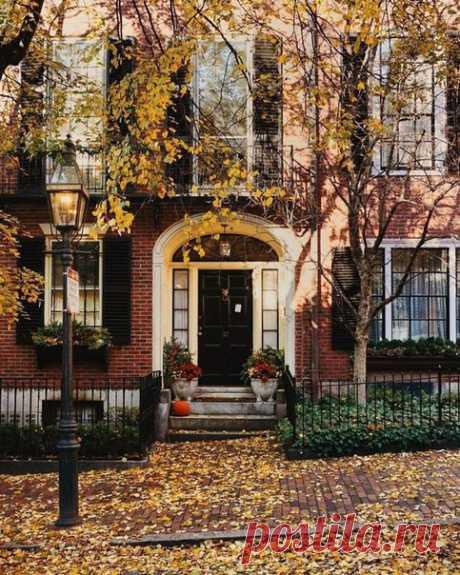 Улицы, объятые осенью