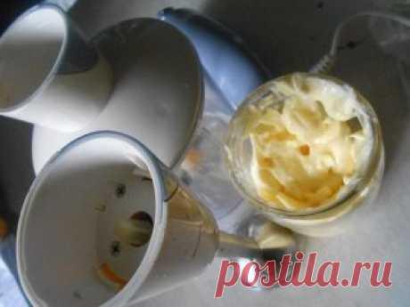 ОБАЛДЕННЫЙ МАЙОНЕЗ ВСЕГО ЗА ПОЛ МИНУТЫ (3 рецепта) 1 рецепт Ингредиенты: 1 яйцо 250 мл. подсолнечного масла без запаха 1 ч.л сахара 1\3 ч.л соли 1 ст.л лимонного сока Все в баночку 0,5 л. Взять погружной блендер и главное желток внутрь венчика и плотно прижать к баночке ко дну. Взбивать желток, время от времени приподнимать венчик. Взбиваем 2-3 минуты. Вот и готово! Натурпродукт Хотите провансаль - добавьте 1 ч.л горчицы. Хотите тартар - добавьте чеснок и мелко порезанный соленый огурчик. 2
