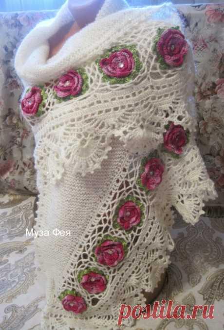 Белая шаль с розами