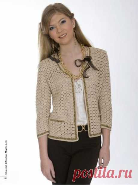9be8792f882a La giacca in stile Chanel, è un evergreen della moda. Qui è proposta con