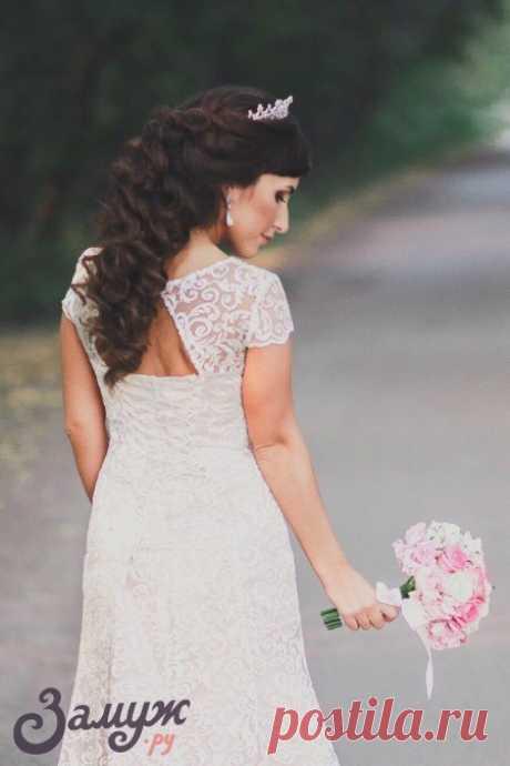 Свадебные причёски на средние волосы: 25 идей и актуальные фото - Замуж ру