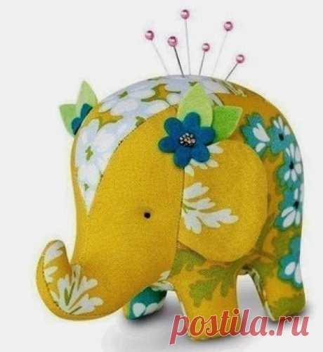 Needle case elephant pattern