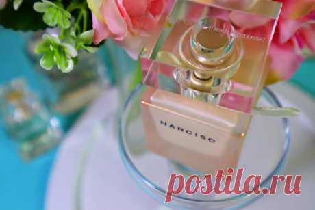 Теперь почти все подруги хотят купить: стойкий, шлейфовый, комплиментарный парфюм | О макияже СмиКорина | Яндекс Дзен