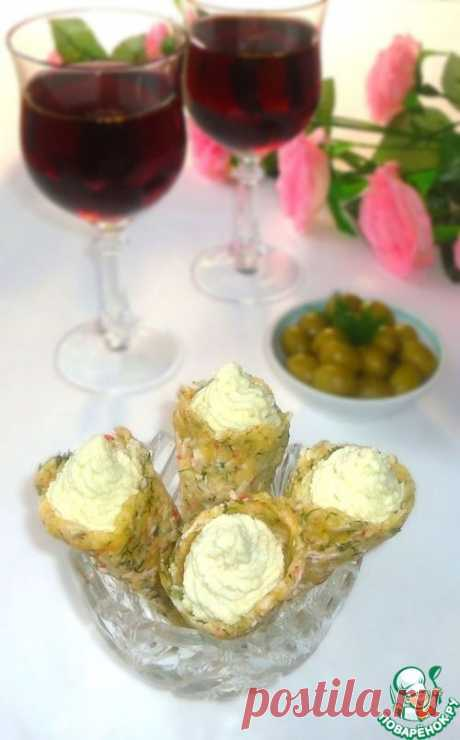 Сырно-крабовые рожки с яичным паштетом.