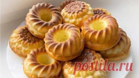 Los pasteles de requesón aéreos con mankoy sin tormento en el horno menos alto en calorías y más tierno