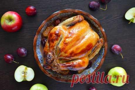 Курица фаршированная сливами и яблоками. Хит праздничного застолья | 1000.menu | Яндекс Дзен