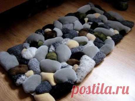 Rug with imitation of coastal stones the hands - on November 18, 2015