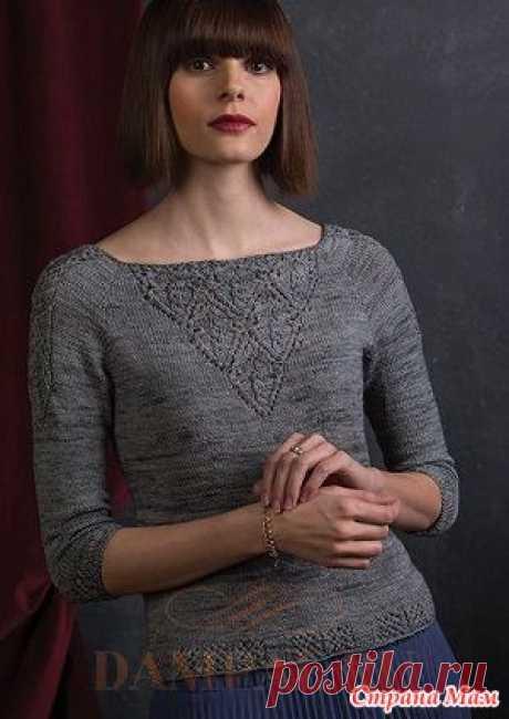 """Вязаный спицами женский джемпер «Victoria» Вязаный женский пуловер украшен ажурными треугольными вставками спереди и сзади. По рукавам проходят небольшие ажурные панели.  Описание пуловера переведено из книги Jenifer Wood """"Refined Knits""""."""