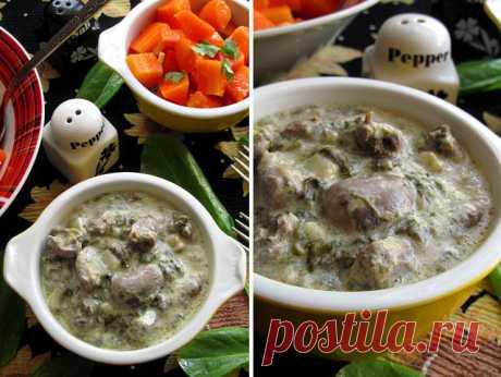 """Куриные сердечки в сырном соусе Ингредиенты куриные сердечки - 700 г; сметана 20% - 3 ст. л. (с горкой); плавленый сыр (""""янтарь"""") - 100 г; чеснок - 2 зубчика; лук репчатый - 1 шт.; зелень (укроп, петрушка) - 1 пучок; соль, перец - по вкусу; крахмал - 2 щепотки; подсолнечное масло для жарки. Приготовление Предварительно моем сердечки, при помощи острого ножа срезаем сосуды и жир. Ставим на огонь глубокую сковороду, вливаем подсолнечное масло и хорошо разогреваем. Выкладывае..."""