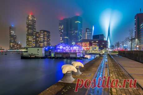 Foggy City Next thursday evening, 10 october, I give a workshop evening photography in Rotterdam. Do you want to join me? Check out my website (link in bio).
