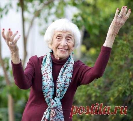 Хедда Болгар-практикующий психоаналитик (возраст 103 года).