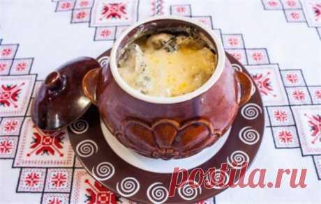 Жаркое в горшочках с грибами – готовим вкусное и ароматное блюдо | Краше Всех Жаркое в горшочках с грибами – это блюдо для тех, кто любит вкусно покушать, но при этом не тратить на приготовление уйму времени. Блюда в горшочках практически невозможно испортить, разве что пересолить или недосолить.Жаркое в горшочках с грибами – основные принципы приготовленияПриготовить блюдо просто: все ингредиенты нарезают, предварительно обжаривают до полуготовности, либо закладываются сы...