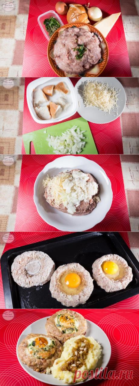 Не требуют жарки! Котлеты из индейки с яйцом =фарш из индейки 300 г луковица 1 шт. яйцо 6 шт. белый хлеб г сыр 60 г молоко 0.5 л специи 3 щепотка(и) соль 1 щепотка(и) зелень 1 пучок(а) растительное масло для жарки 0.5 ст.л.