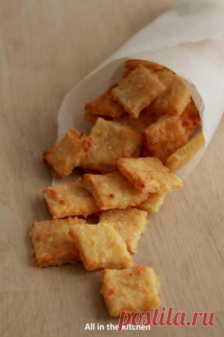 Crackers au fromage - All in the kitchen etc...  Сегодня я беру аперитив!!!!Но не с чем-нибудь...что мне нравится, так это эти маленькие печенья от имени княжества,...