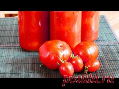 Помидоры в собственном соку - универсальная заготовка, поскольку является и самостоятельным блюдом, даже двумя - томатный сок и собственно помидоры, - и основой для томатного соуса к любым кулинарным шедеврам.  Ингредиенты (на 4 литровых банки)  Мелкие помидоры - 2,2 кг Крупные помидоры для сока - 4,5 кг (или сколько потребуется на 2 л сока) Соль - 1 ст. ложка Сахар - 1-2 ст. ложки