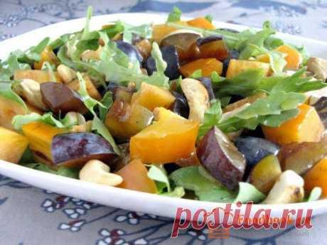 Фруктовый салат | Foodbook.su Мы привыкли что на нашем столе, салаты всегда из овощей. Но в этот раз, мы решили приготовить что то новенькое. Фруктовый салат, отлично дополнит стейки из баранины или любое другое мясное блюдо.