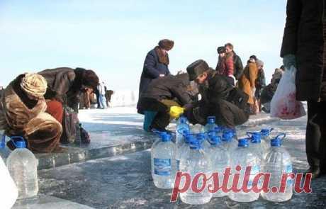 Правила лечения крещенской водой  В ночь с 18 на 19 января православные христиане во всем мире отмечают один из самых чтимых своих праздников – Крещение Господне, называемый также Богоявление.