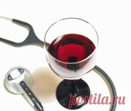 Какой алкоголь понижает давление у человека, а какой повышает? Некоторые алкогольные напитки понижают артериальное давление. В тоже время есть и те, при приёме которых артериальное давление только повышается.