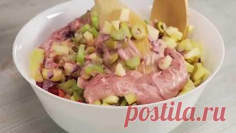 Салат с курицей и сливами