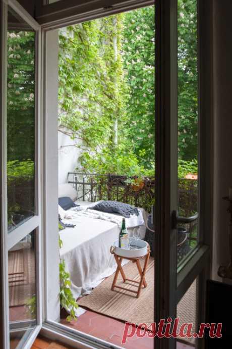 Дизайнер Доротея Швабе помогла соседям — превратила их лоджию в гостиную на открытом воздухе