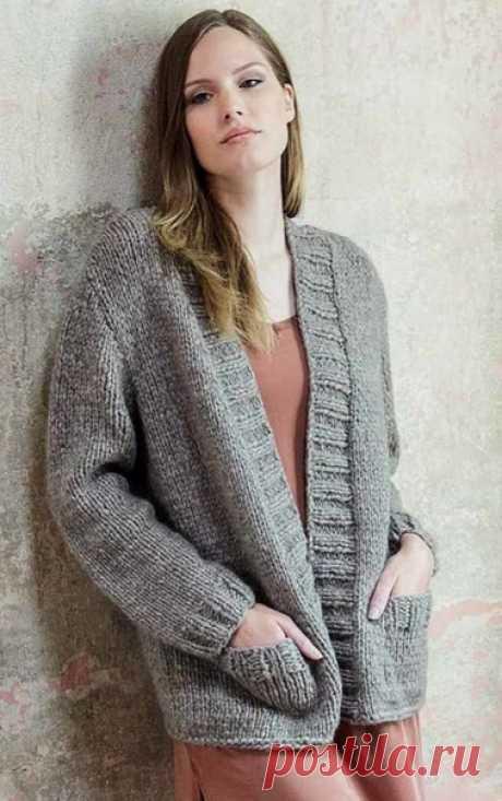 Свободный кардиган спицами с накладными карманами  Свободный кардиган спицами с накладными карманами отлично дополнит ваш зимний гардероб. В нем вы будете чувствовать себя тепло и комфортно.  Размеры: 36/38 (40/42) 44/46.  Вам потребуется: 550 (600) 650 г серо-коричневой меланжевой (цв. 10) пряжи Garzato Baby (65% альпака, 20% мериносовой шерсти, 15% полиамида, 70 м/ 50 г) Lana Grossa; спицы № 7,5 и № 8; круговые спицы № 7,5.  Резинка: попеременно 2 лиц., 2 изн.  Лицевая г...