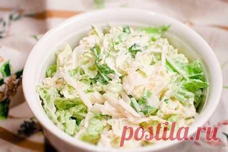 6 диетических рецептов салатов из курицы, они разнообразны, полезны и очень вкусны!   Сохрани себе!   1. Салат из пекинской капусты с курицей  на 100грамм - 76.83 ккалБ/Ж/У - 9.56/3.29/1.44   Ингредиенты:  Пекинская капуста — 300 г  Куриное филе — 1 шт.  Огурец — 1 шт.  Яйцо — 4 шт.  Зеленый лук — 1 пучок  Соль, перец, сметана — по вкусу   Приготовление:  1. Ставим отваривать куриное филе (для аромата добавляем морковку, репчатый лук и лавровый лист. Бульон мы потом исполь...